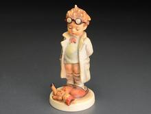 フンメル人形「Doctor」