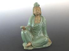 陶磁器製観音菩薩坐像
