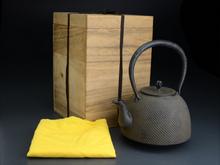 虎山造 南部形小霰 鉄瓶